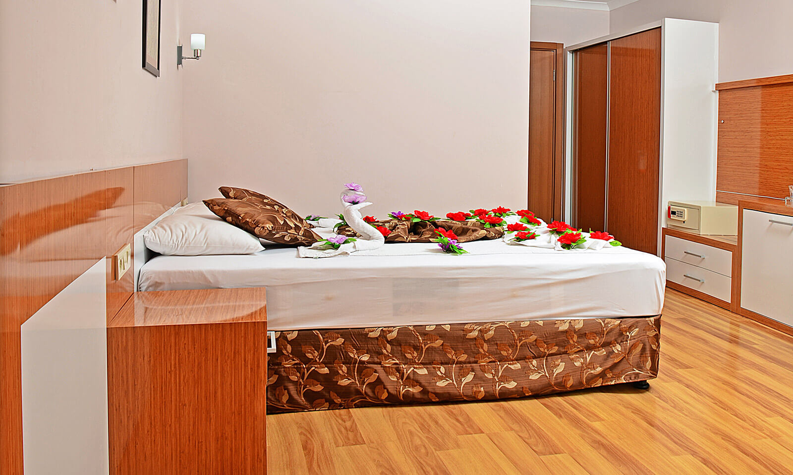 Standart Odalar || Tuğra Suit Otel Alanya